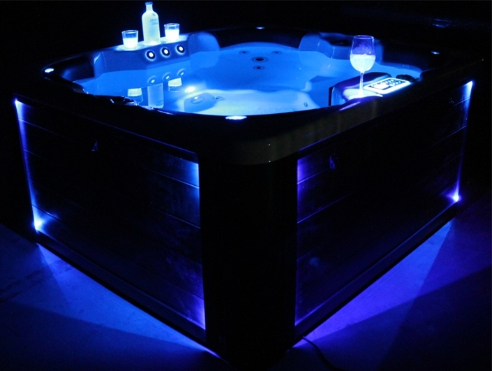 Indoor whirlpool 4 personen  Whirlpool W 180S für 4 Personen
